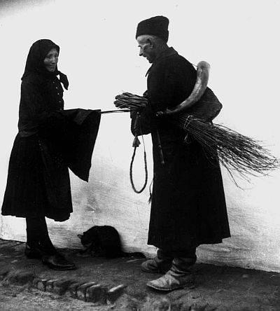 A karácsonyi vesszőhordás során a pásztorok vesszőköteggel a kezükben járták a házakat és mondták el jókívánságaikat (sulinet.hu)