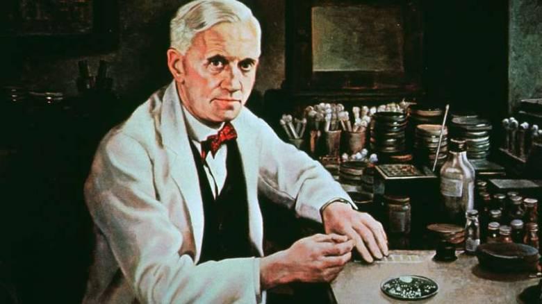 A fertőzések megelőzésére, illetve kezelésére alkalmas első antibiotikumot, a penicillint sir Alexander Fleming skót orvos állította elő • Forrás: britannica.com