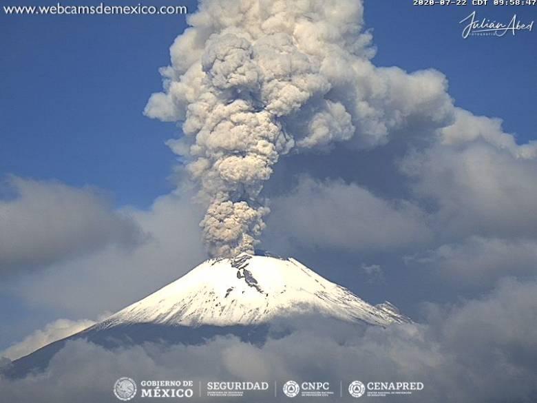 Legutóbb 2020 januárjában lövellt a légkörbe nagy mennyiségű hamut, füstöt és mérgező gázokat a 21 millió lakosú Mexikóvárostól 70 km-re emelkedő Popocatépetl ('füstölgő hegy') • Forrás: volcanodiscovery.com