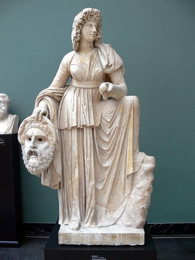 A legtöbbször tragikus maszkkal ábrázolt, dallamot jelentő nevű Melpomené a dráma és a gyászénekek istennője volt • Kr. u. 2. század • Kép forrása: wikiwand.org