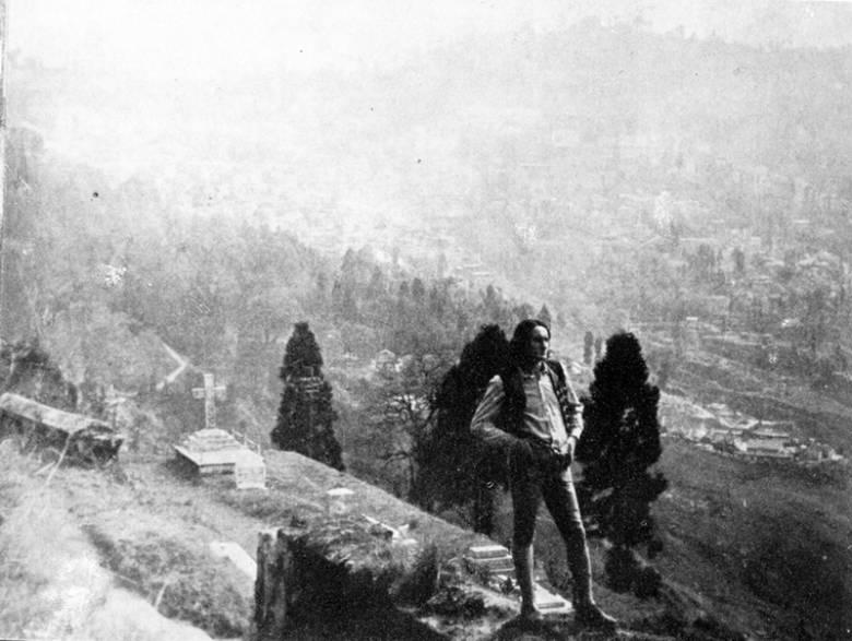 A dardzsilingi temetőben, a háttérben a város. Kép forrása: 3szek.ro