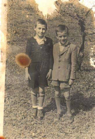 Osztálytársával tizenkét évesen