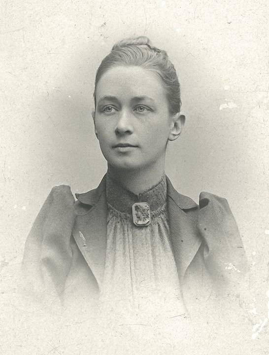 Hilma af Klint egy 1901-es portrén • Forrás: Wikipédia